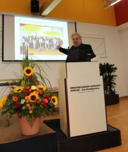 Frank Grigoleit gratuliert allen Absolventinnen und Absolventen