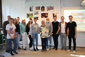 Spendenübergabe an den BBS 1 (in der Mitte Helga und Kalle Siegel)