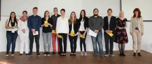 SchülerInnen mit besonderem Engagement zusammen mit Schulleiterin Anke Thumann